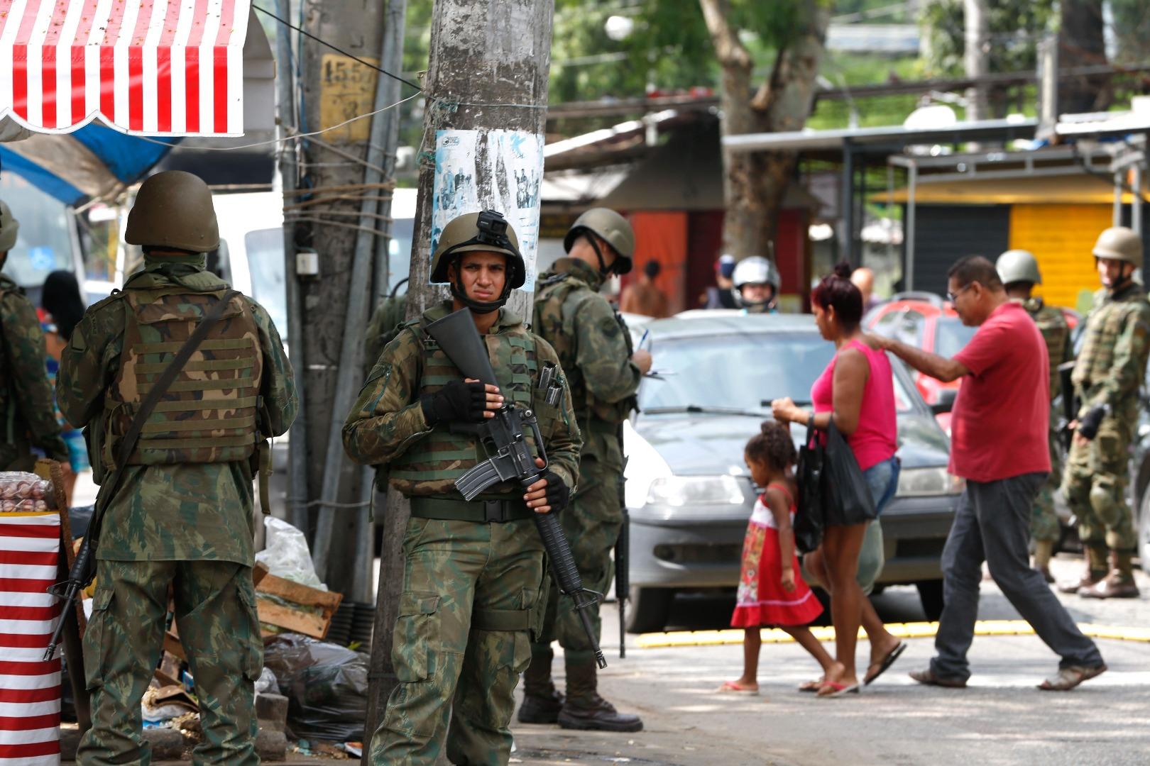 Rio de Janeiro - Forças Armadas fazem mais uma operação na Vila Kennedy, zona oesta da cidade (Tânia Rêgo/Agência Brasil)